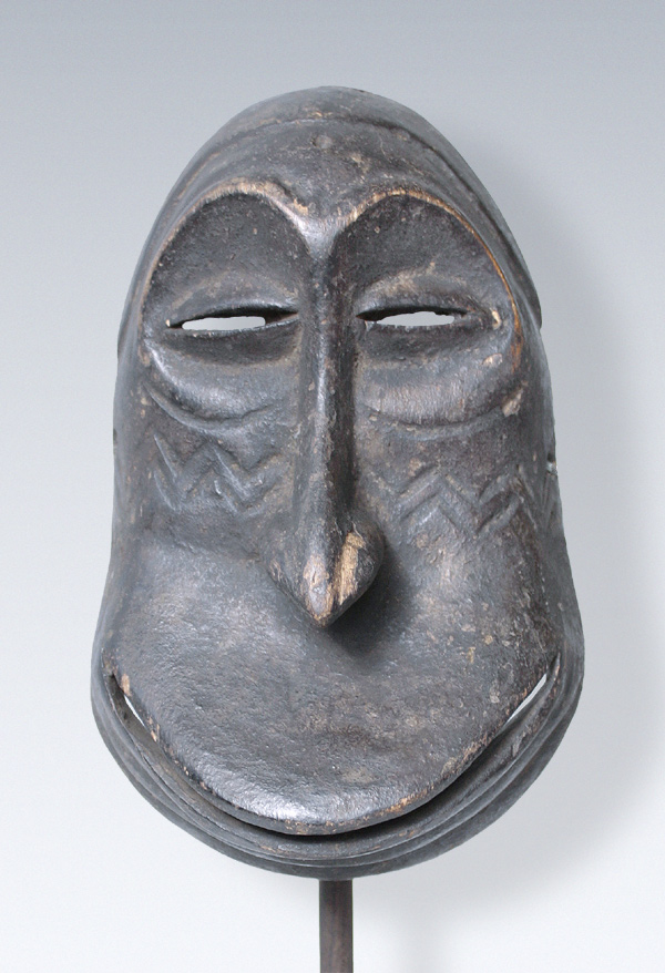 hemba monkey mask Hemba (initiation mask) by: the suku believe that dancing the hemba mask will ensure successful (kingundu signifying good council), monkey (nzangi.
